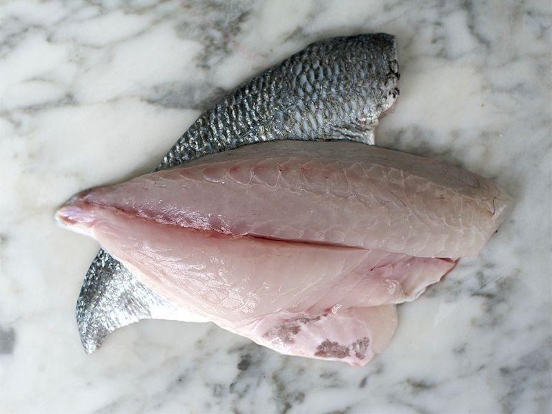 2 Sea Bream Fillets (300g)