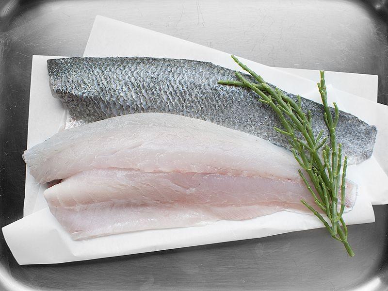 2 Sea Bass Fillets (300g)