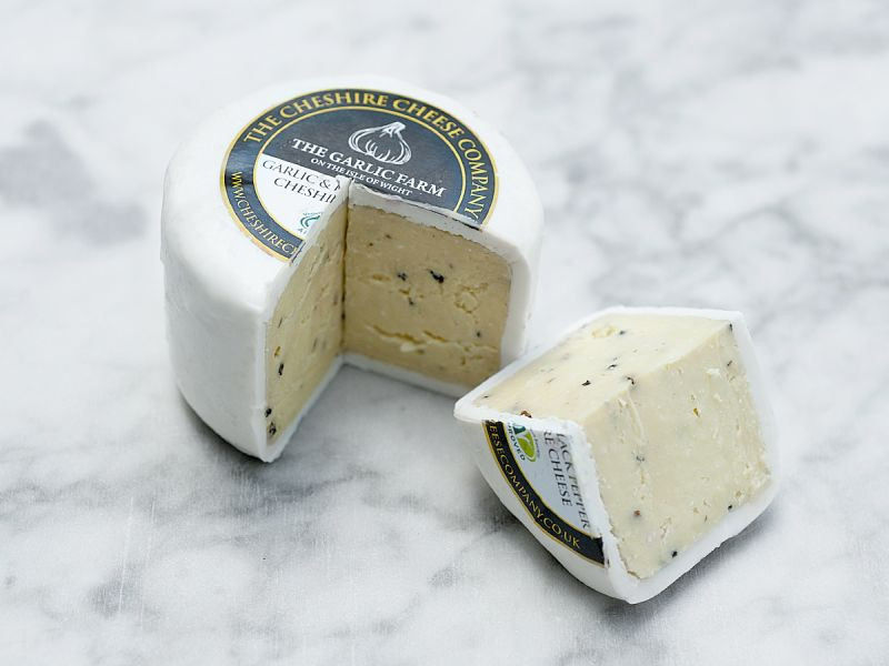 Garlic & Black Pepper Cheshire Cheese Truckle (200g)