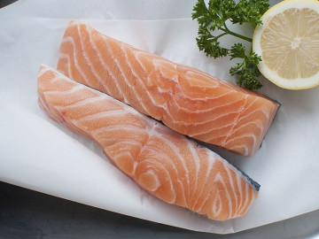 2 Scottish Salmon Fillets (360g)