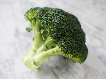 Fresh Broccoli (330g each)