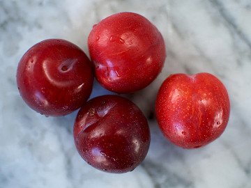 Pack of Fresh Plums 1 x 4 (52p each)