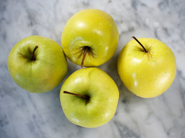 Pack of Golden Delicious Apples 1 x 4 (30p each)