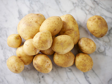 White Estima Potatoes (2kg pack)